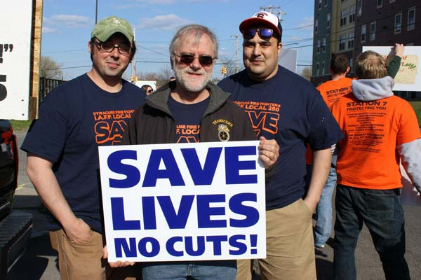 Howie Hawkins protesting with firefighters the closing of Fire Station 7 in Syracuse, NY.  Photo by Ursula Rozum